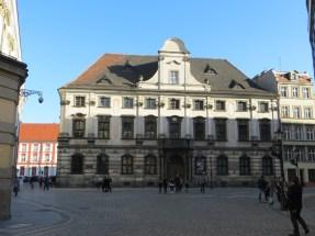 Budynek Katedry Antropologii Uniwersytetu Wrocławskiego, przechowują tu mumię, pokazywaną podczas Nocy Muzeów.