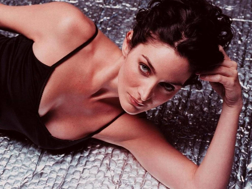 carrie-anne-moss-the-matrix-red-planet