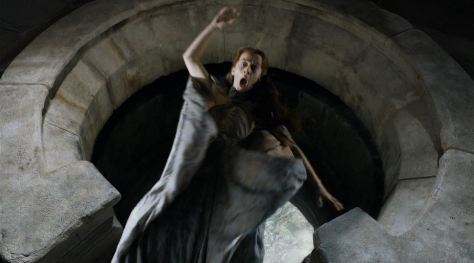 The End of the Twins Cycle - Page 28 Game-Of-Thrones-S4Ep7-Mockingbird-Review-Kate-Dickie-as-Lysa-Arryn-thrown-out-of-the-moon-door