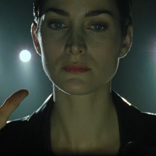The Matrix - Trinity (Carrie-Anne Moss) holding up her hands