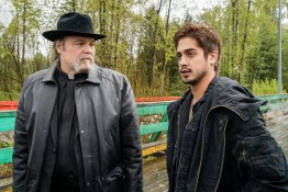 """GHOST WARS -- """"Death's Door"""" Episode 101 -- Pictured: (l-r) Vincent D'Onofrio as Father Dan Carpenter, Avan Jogia as Roman Merercer -- (Photo by: Dan Power/Nomadic Pictures Corp./Syfy)"""
