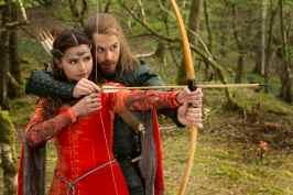 Robin teaches Clara how to shoot