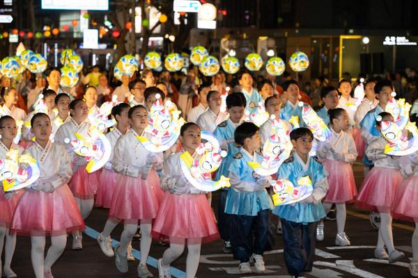 Children's Dance group Parade