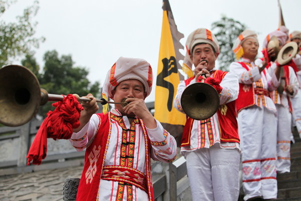 Local artisans from Ziqiu Town are performing.