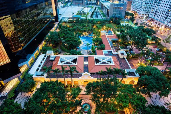 Set in the heart of the city, Artyzen Grand Lapa Macau is the only urban resort to offer the perfect escape designed for everyone with the luxurious resort spa, swimming pool, and Kids Co.