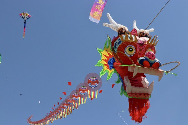 The world's largest dragon head kite