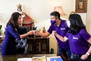 Fist bumps for development of Cebu City