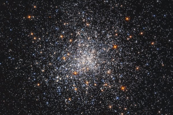 Hubble Views Globular Star Cluster Messier 79