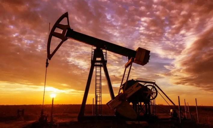 Petrol ve Gaz Kuyu Pompası Gün Batımı