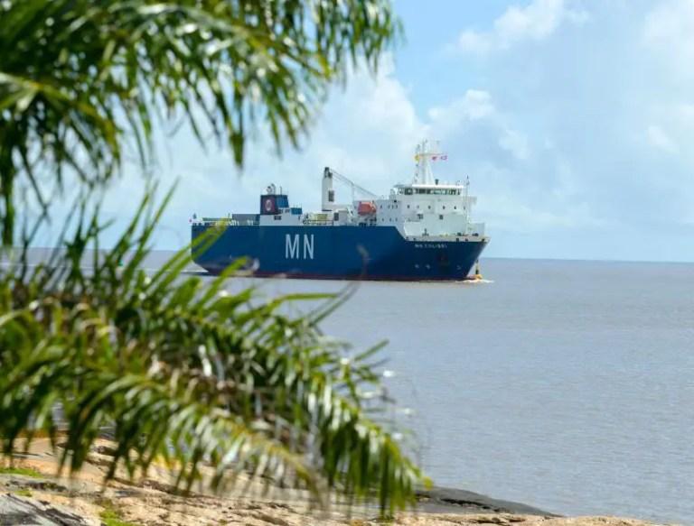 Webb Arrives at Port de Pariacabo