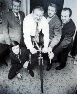 Bestyrelsen 1973 fra venstre: Christian Holm, Jørgen Rudolf Hansen, Karl Chr. Oehlers og Christian Hansen. Foran på hug den unge Bent Westergaard Hansen