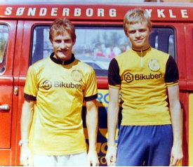 Kim Lykke Sørensen og Ole Mikkelsen i Bikuben-trøjer.