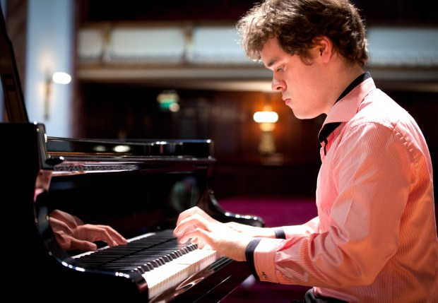 Grosvenor is a fan of early 20th century pianists and thinks virtuosic perfection is overrated. (operaomnia.co.uk)