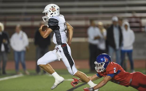 JSerra quarterback Matt Robinson committed to Montana, (Photo by Stephen Carr / Daily Breeze/SCNG)