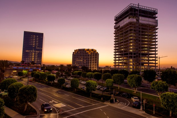 Two towers at 200 Spectrum Center Drive, left, and 400 Spectrum Center Drive in Irvine. (LEONARD ORTIZ, ORANGE COUNTY REGISTER)