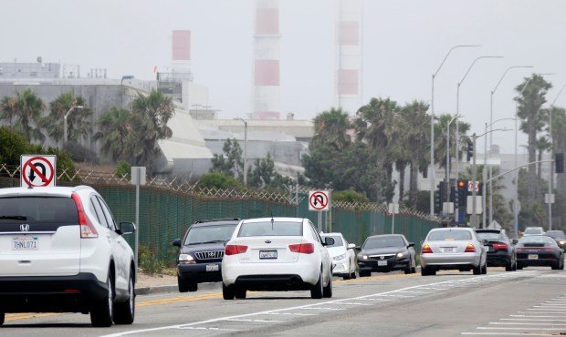 Manhattan Beach is considering taking legal action against the Los Angeles Department of Transportation over sudden lane reductions and parking reconfigurations on Vista Del Mar that have backed up traffic and irked commuters. Photo by Brad Graverson/The Daily Breeze//SCNG/06-22-17