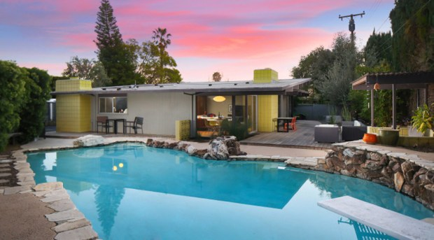 The house is one of two Eichler homes in Orange County without the familiar atrium, but it has a wrap-around courtyard. (Photo by Ryan Garvin)