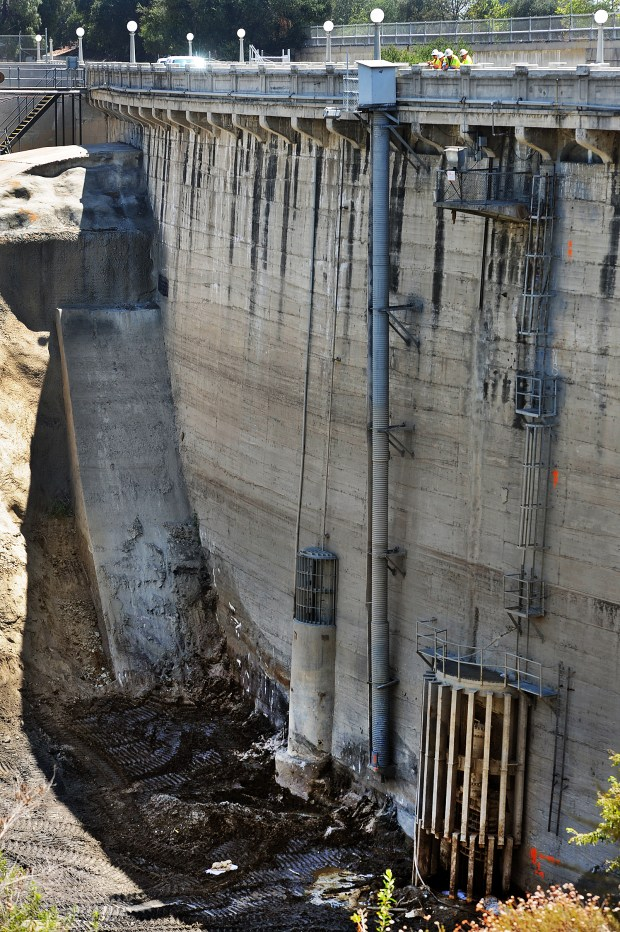 Today, the Los Angeles County Board of Supervisors will vote on whether to approve the new EIR for the massive Devil's Gate dam (in Pasadena) sediment removal project. This would signal approval for a project being fought both in court and in neighborhood in Pasadena, Altadena, La Canada Flintridge. The project would remove more than 2 million cubic yards of sediment from behind the dam in a natural area of the Hahamongna Watershed Park in Pasadena, where rare birds and other wildlife thrive. Pasadena and the Audubon and the Arroyo Seco Foundation say the project should be much smaller.(SGVN/Staff Photo by Walt Mancini/SXCity)