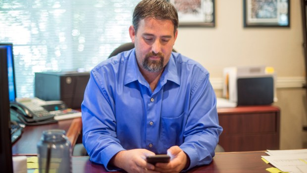 Accountant Andrew Krowne has developed a phone app so that people in the San Fernando Valley can report symptoms they are experiencing that they believe are related to the Aliso Canyon natural gas storage facility above Porter Ranch. (Photo by Hans Gutknecht, Los Angeles Daily News/SCNG)