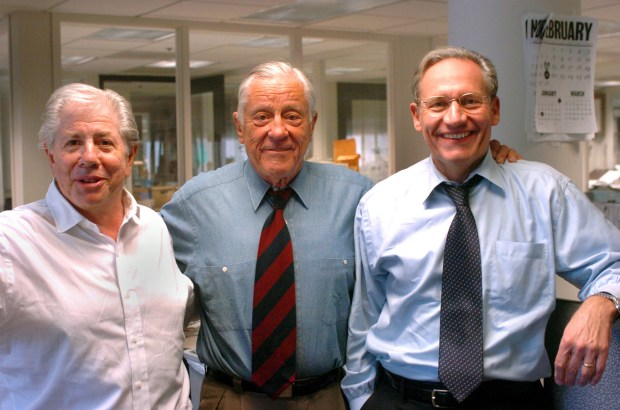 ORG XMIT: DCWAP107 Former Washington Post executive editor Ben Bradlee, center, poses with Watergate reporters Carl Bernstein, left, and Bob Woodward at the Washington Post in Washington, Tuesday, May 31, 2005. (AP Photo/Katherine Frey, Washington Post)