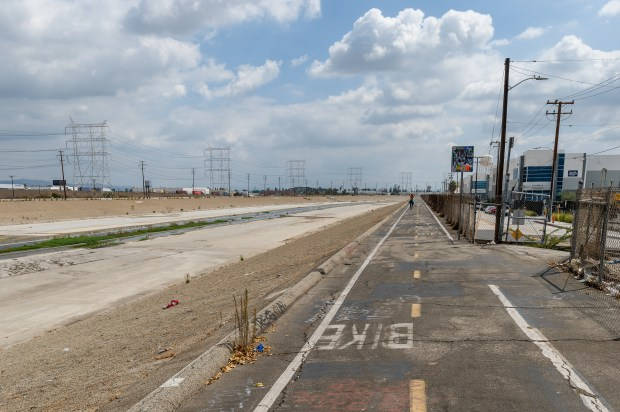 The existing L.A. River bike path in Vernon, just south of Atlantic Boulevard. (Courtesy L.A. Metro)