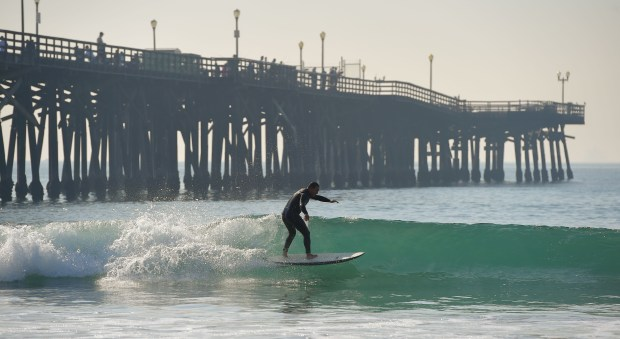 A hot and dry December means more time to surf under the warm sun at the Seal Beach pier on Thursday, December 28, 2017. (Photo by Scott Varley, Press-Telegram/SCNG)
