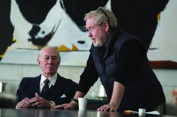 Christopher Plummer (left) and Director Ridley Scott on the set of TriStar Pictures' ALL THE MONEY IN THE WORLD.