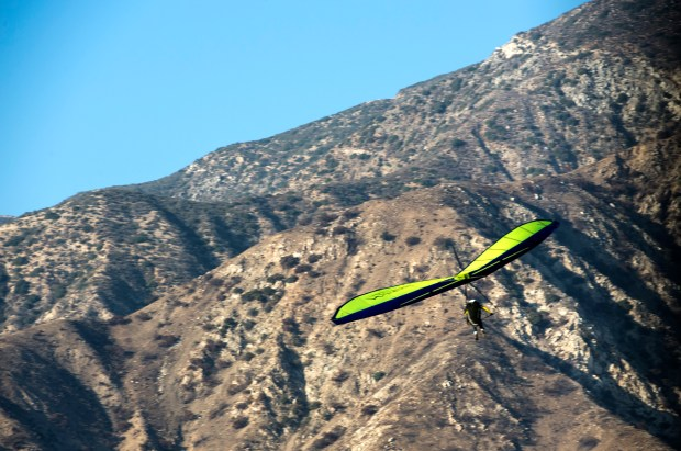 As skies clear a hang glider sails over the Creek fire burn area near Sylmar. After a cold snap temperatures are expected to warm in the holiday weekend. (Photo by Ed Crisostomo, Los Angeles Daily News/SCNG)