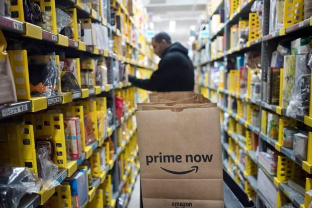 Amazon ha tenido la necesidad creciente de crear almacenes más pequeños para la entrega alrededor de una milla. AP