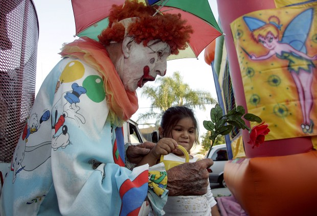 Bumbo the Clown in 2008- Photo by Rose Palmisano / The Orange County Register - Bumbo the Clown entertains children in Santa Ana at a birthday party.