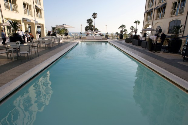 Anbang acquired its three Southern California luxury resorts, including the Loews Santa Monica, in 2016 with its purchase of 15 of 16 hotels owned by Strategic Hotels & Resorts of Chicago. The pool view at the Loews. (Casey Rodgers / AP Images)