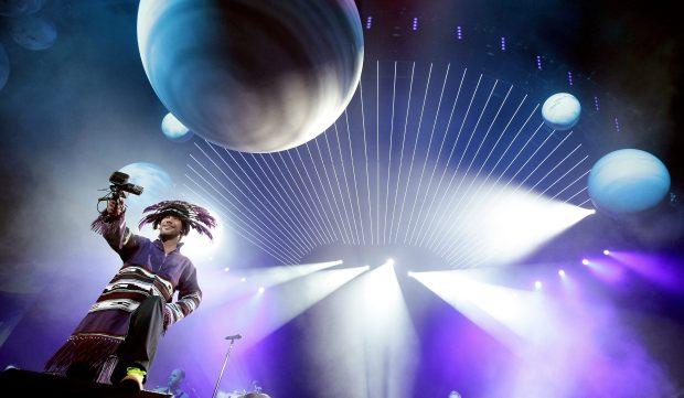 APA04. VIENA (AUSTRIA), 28/03/2011.- El líder británico de la banda Jamiroquai, Jay Kay, se presenta hoy, lunes 28 de marzo de 2011, durante un concierto en Viena (Austria). EFE/GEORG HOCHMUTH