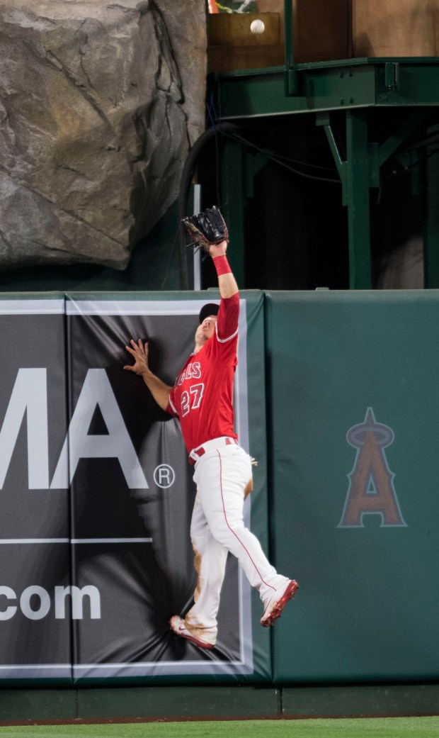 The Angels' Mike Trout makes a catch at the wall robbing the Texas Rangers' Mike Napoli of a hit in the tenth inning during the Angels' 6-5 comeback victory over the Texas Rangers at Angel Stadium in Anaheim on Tuesday, April 11, 2017. (Photo by Kevin Sullivan, Orange County Register/SCNG)