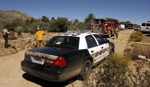 Riverside County sheriff's detectives investigate the scene of a triple homicide in 2006, where Becky Friedli, Vicki Friedli and Jon Hayward were killed. (File photo/PE-SCNG)