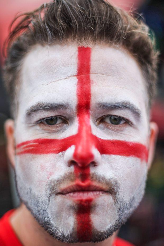 BRA555. SAO PAULO (BRASIL), 19/06/2014.- Un fanático de Inglaterra posa en el estadio Itaquerão en Sao Paulo (Brasil) durante el encuentro que enfrentó hoy, jueves 19 de junio de 2014 a uruguayos e ingleses por el Grupo D del mundial Brasil 2014. Uruguay venció 2-1 a Inglaterra. EFE/Marcos Méndez