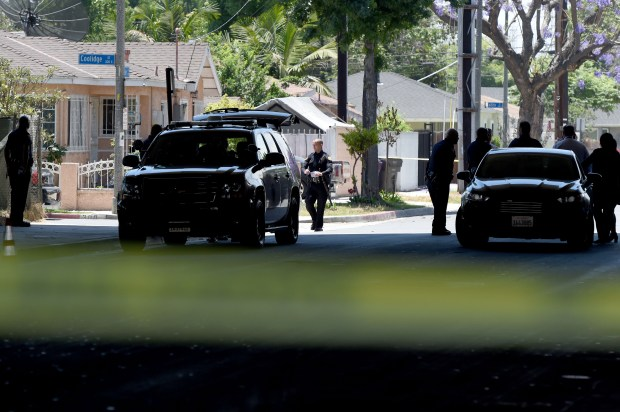 Police investigate the scene of a possible kidnapping in Long Beach on Friday, June 15, 2018. Butler Avenue south of Artesia is blocked to traffic while police work. (Photo by Brittany Murray, Press Telegram/SCNG)