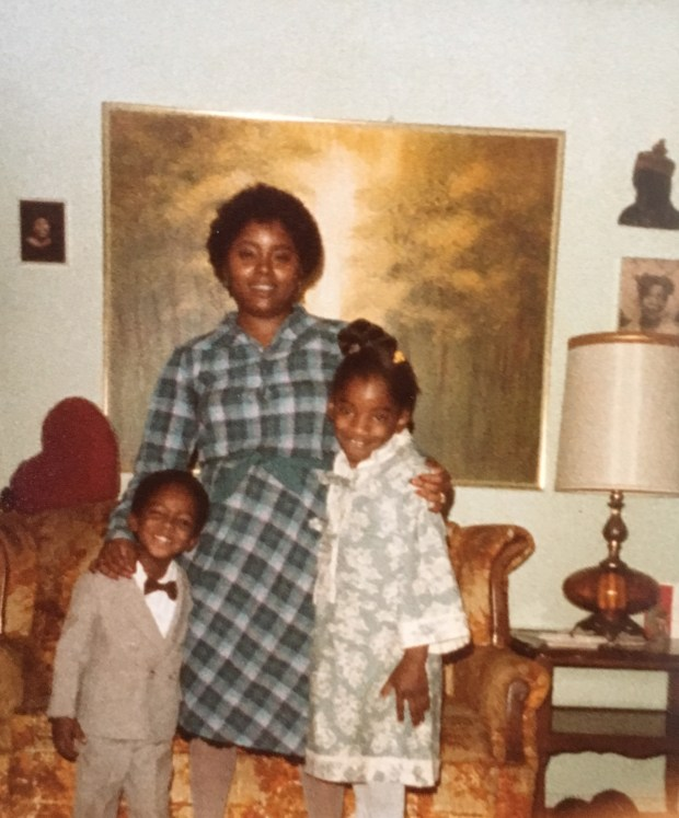 A Young Corvain Cooper With His Mom Barbara Tillis And Sister Shqunda Cooper At Their Home In Los Angeles Corvain Cooper Is Now Serving A Life Sentence