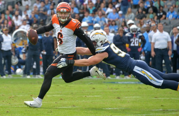 Chargers' Joey Bosa shakes off awkward landing against Cincinnati Bengals