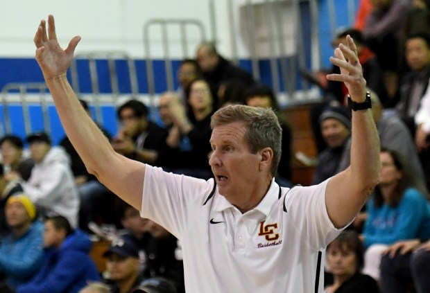 La Canada in showdown with top-seed Colony for Division 2A boys basketball title