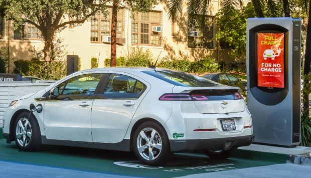Greenways column: The latest from Tesla, BMW and cities about electric cars, rebates and building more charging stations