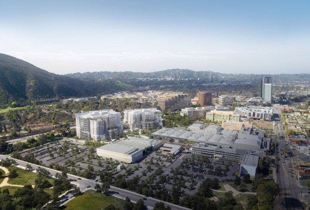 At former NBC Studios site, Warner Bros. breaks ground on Gehry project
