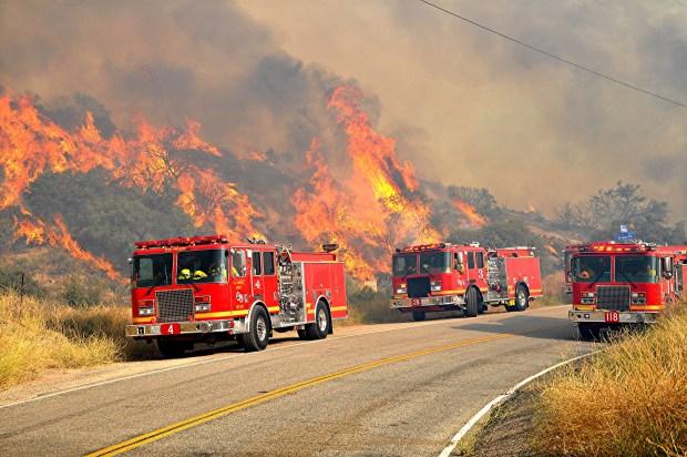 LA County firefighters surround 68% of Soledad fire near Santa Clarita