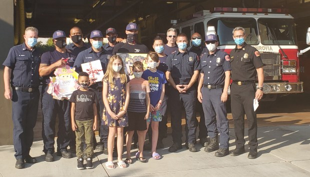 La Cañada students say thank you to Monrovia firefighters