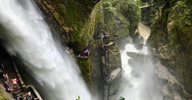 cascata del pailon del diablo banos ecuador viaggio