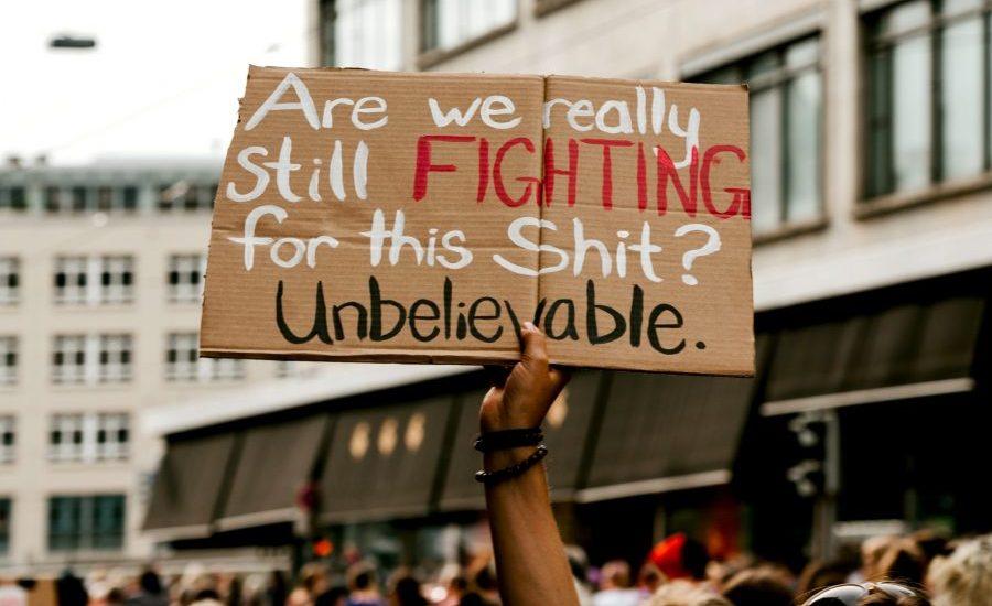 perchè il mondo protesta