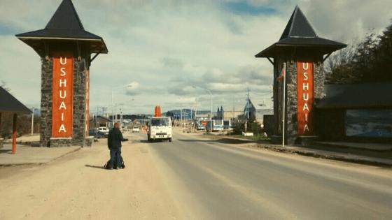 Guida su come fare autostop in viaggio Mattia Fiorentini viaggiatore qui a Ushuaia Patagonia argentina