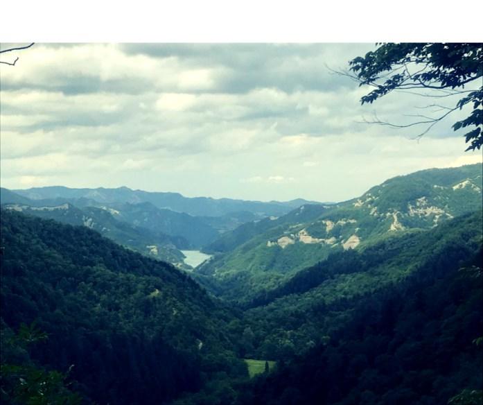vista della diga di ridracoli monte penna trekking alla foresta della lama foreste casentinesi toscana