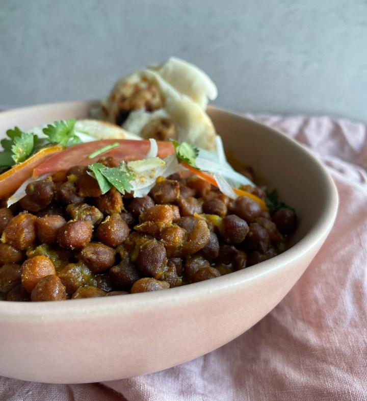 punjabi kala chana / black chickpea curry