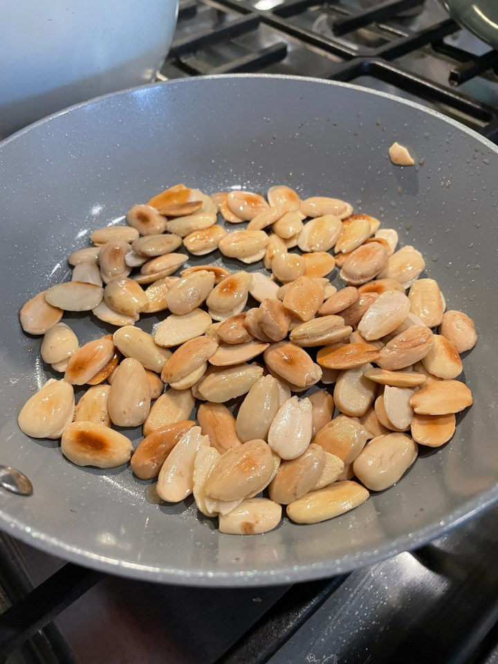 the fried almonds for the chicken with almonds