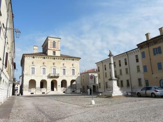 Sabbioneta è un piccolo comune della Lombardia